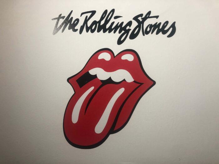 rolling stones wall logo